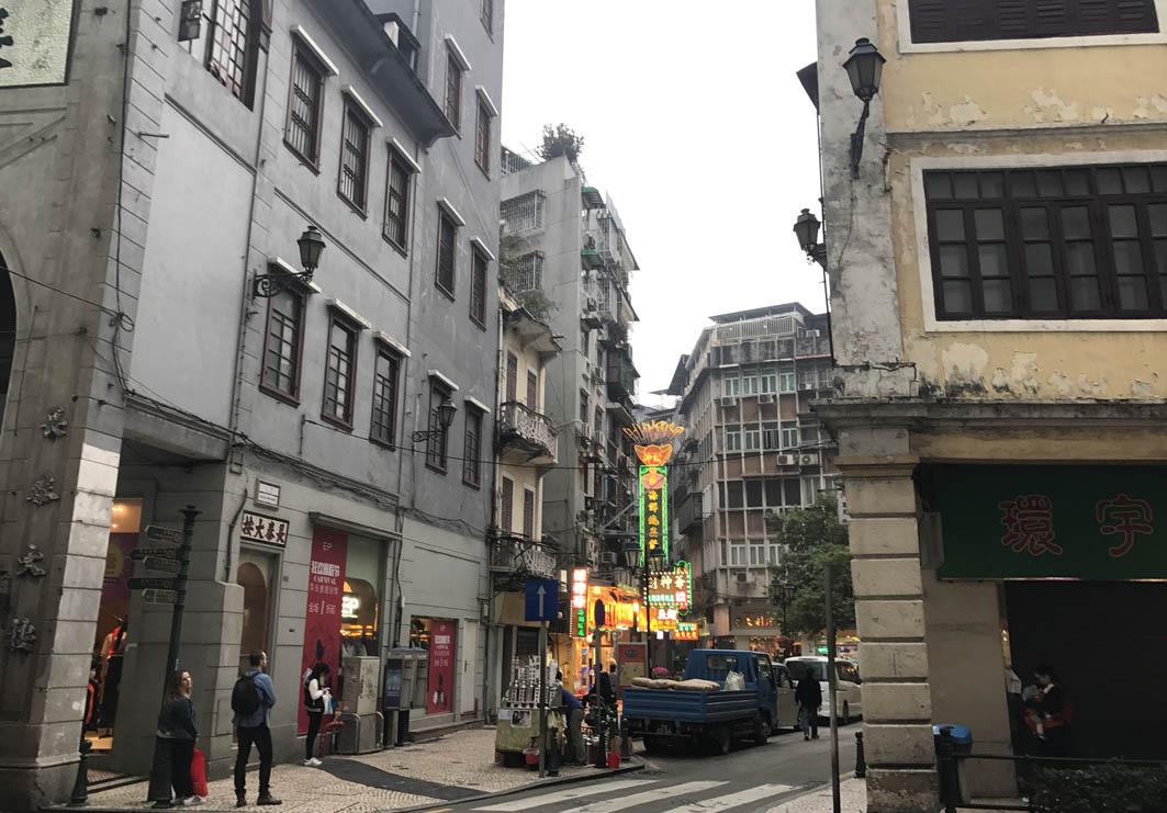 Macau: Avenida de Almeida Ribeiro