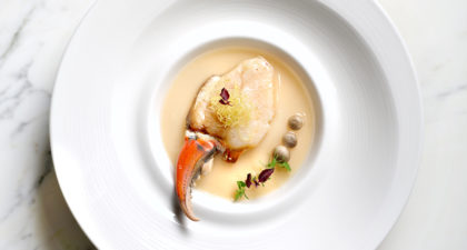 Lai Heen: Steam Crab Claw with Egg White in Hua Diao Wine