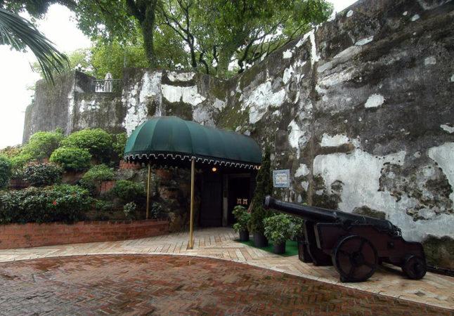 Fortress of Sao Tiago da Barra: Entrance
