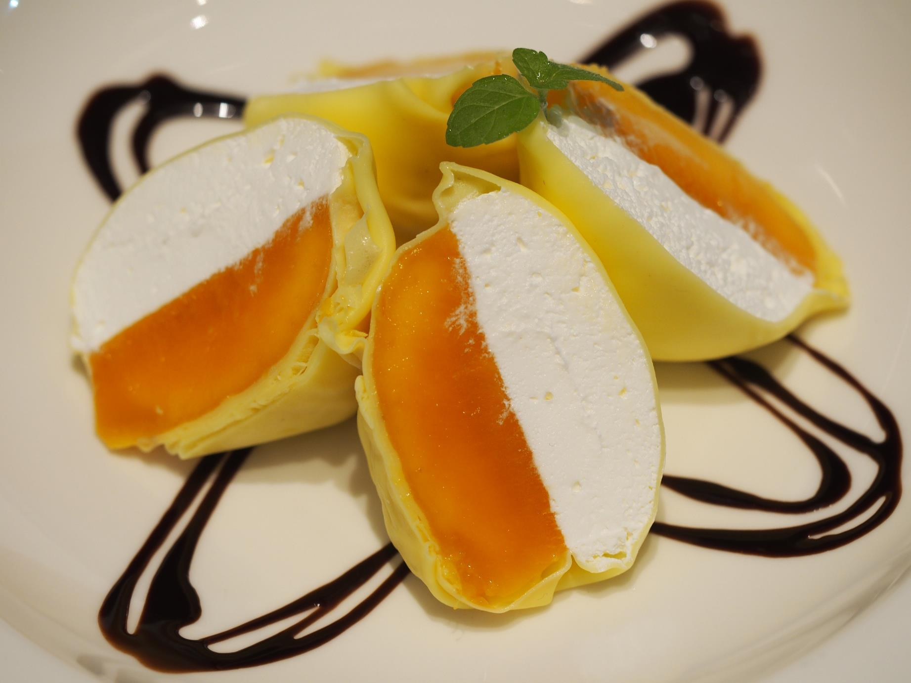 Azucar Macau: Mango Crepe
