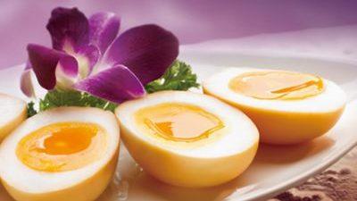 Catalpa Garden: Smoked Egg with Tea Leaf