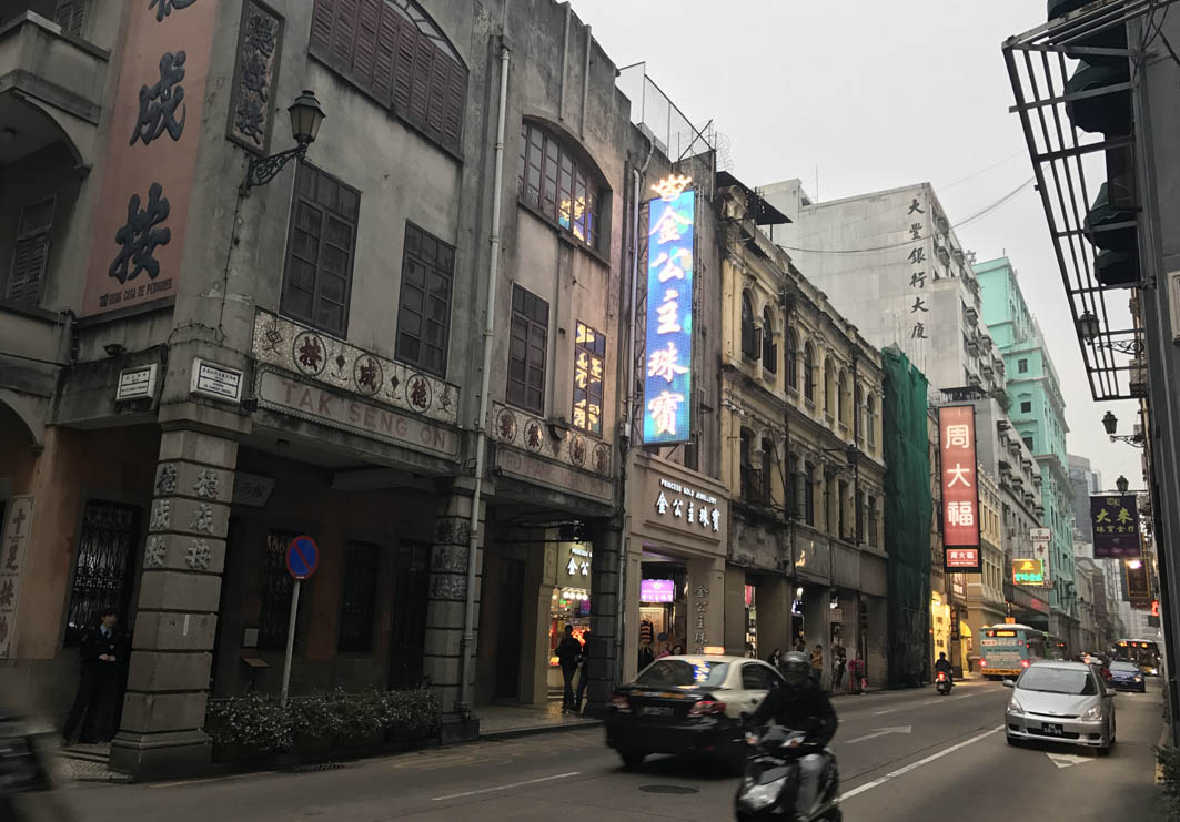 Avenida de Almeida Ribeiro Macau: Stores